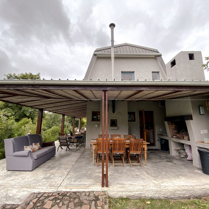 Braai area and outdoor dining space