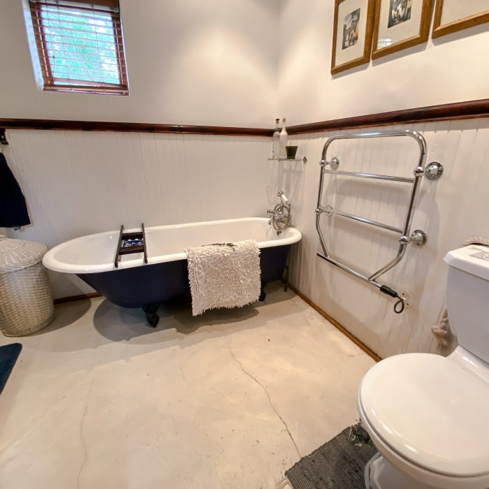 Main bathroom - shared